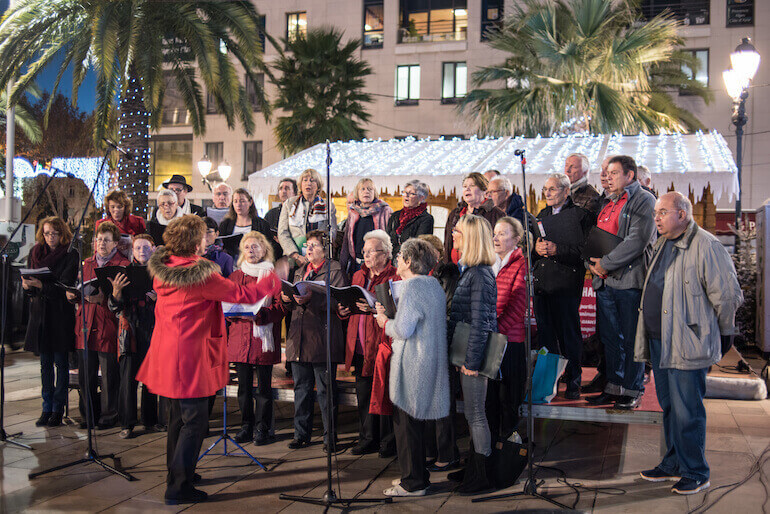 Outdoors choir